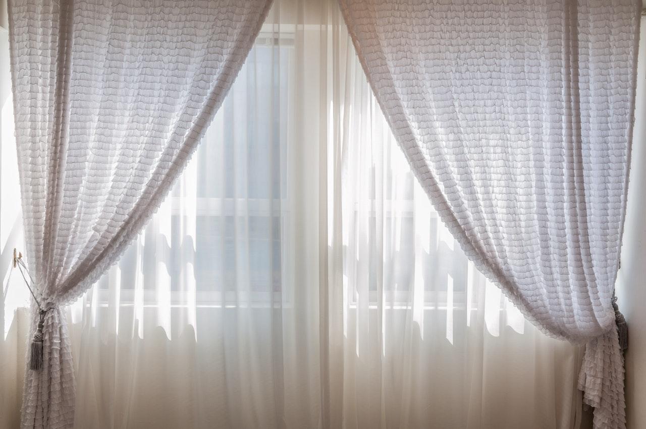 カーテンを開けて寝る